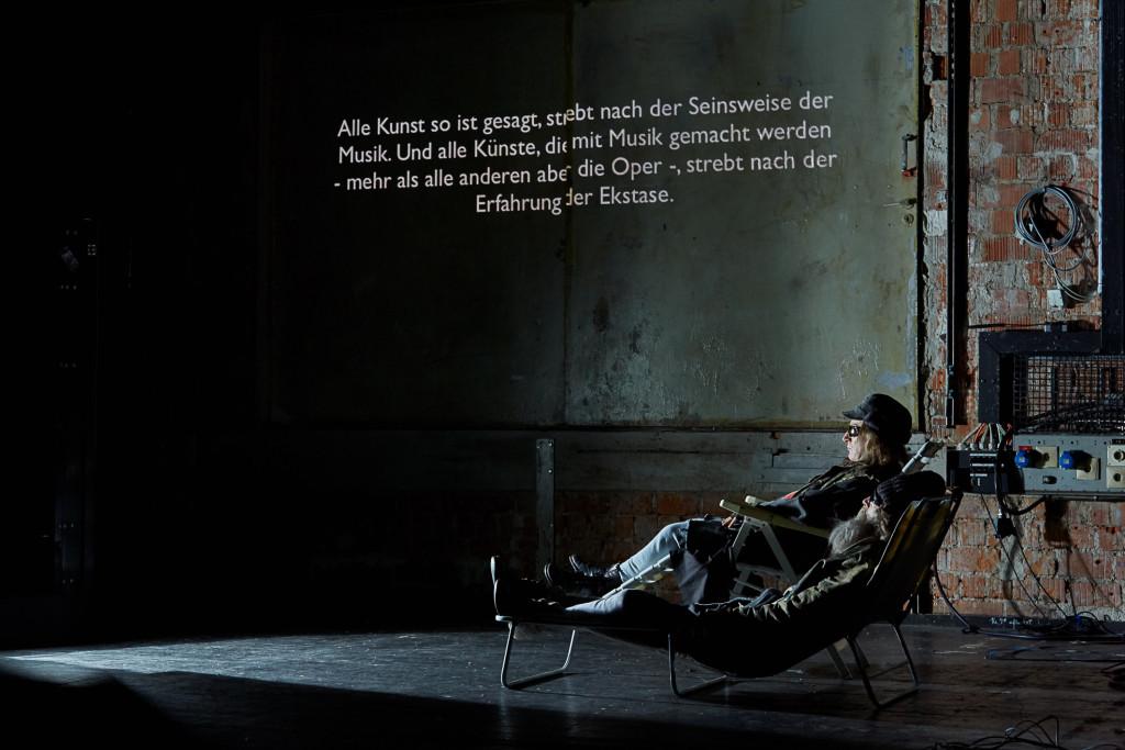 FLIESSEND mit Stefan Merki und Zoro Babel, Regie: Caitlin van der Maas, Münchner Kammerspiele, Werkraum